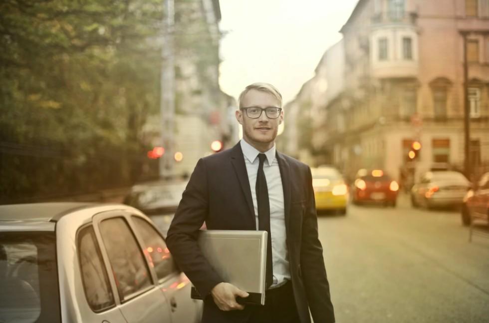 Tips to Be a Good Car Salesman