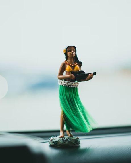 hula girl dashboard doll